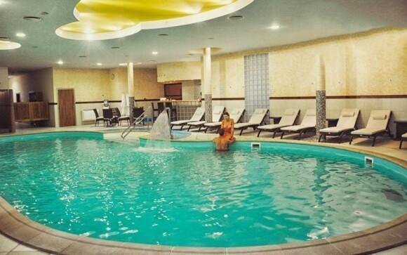 Do wellness i tohoto bazénu máte neomezený vstup