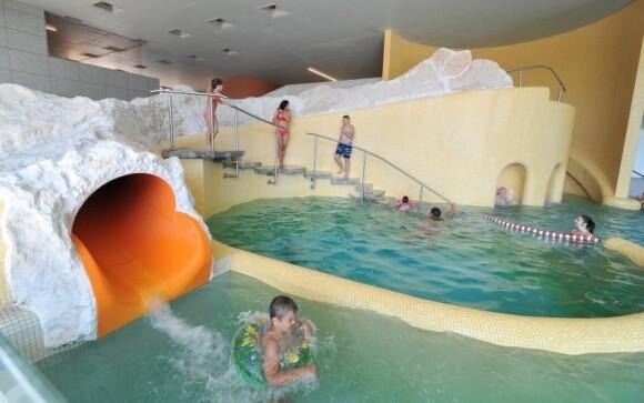 Lázně Egerszálok (9 km) nabízejí různé atrakce i wellness