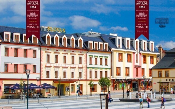 Oceněný Hotel Slovan **** najdete přímo ve středu Jeseníku, kousek od lázní