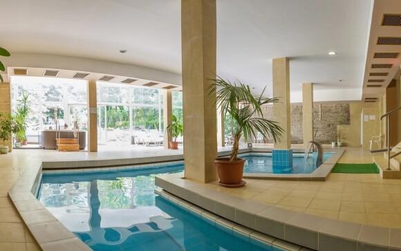 V hotelovém bazénu najdete termální vodu