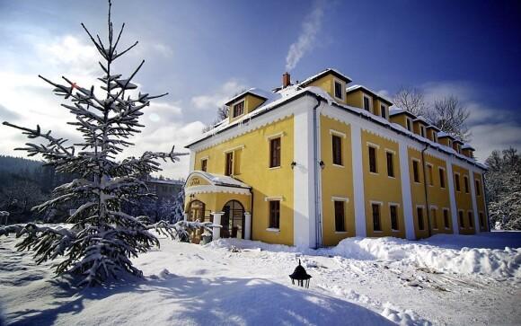 Kaštieľ Lučivná leží v obci Lučivná ve Vysokých Tatrách