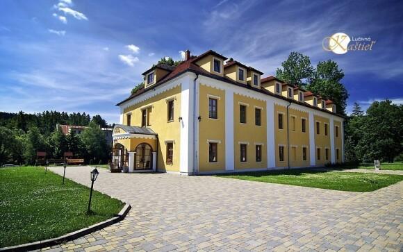 Kaštieľ leží v obci Lučivná ve Vysokých Tatrách