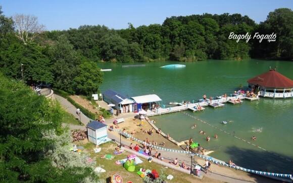 V létě jezero láká ke koupání