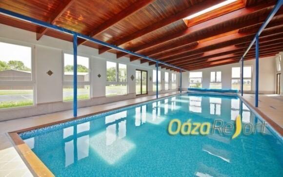Užijte si vstup do vyhřívaného bazénu se slanou vodou