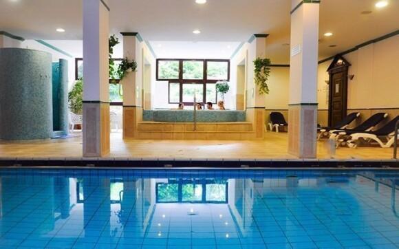 Navštivte plavecký hotelový bazén