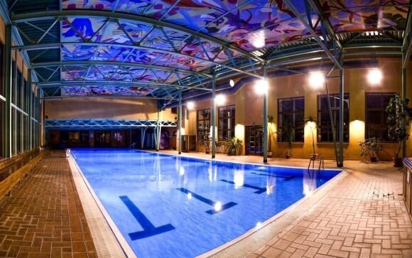 Po náročném dni si můžete odpočinout v bazénu