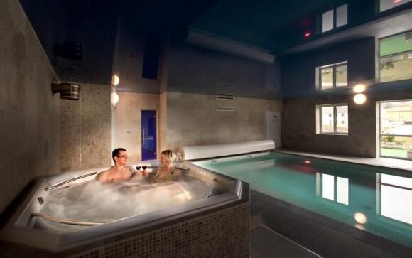 Profesionální whirlpool vířivka je ideální k relaxaci