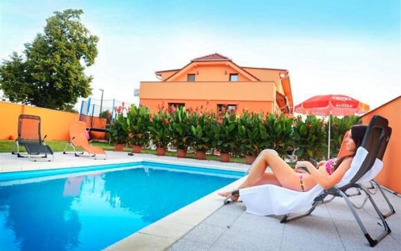 Vonkajší bazén pri Penzióne Relax Martina ***