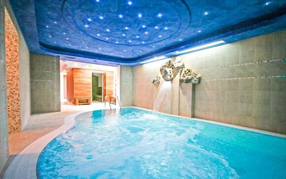Luxusní zážitkový bazén s hydromasáží přímo v hotelu