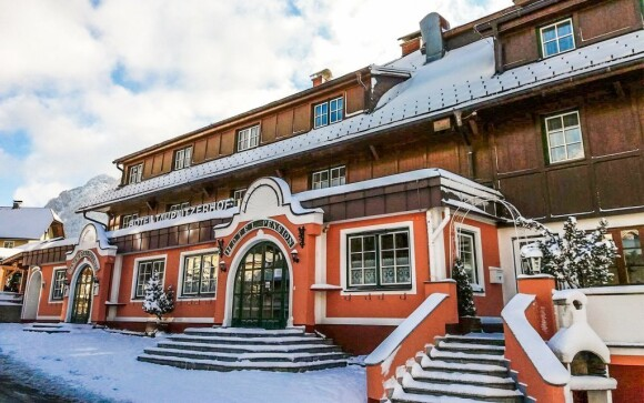 Hotel Tauplitzerhof se pyšní klasickou alpskou architekturou