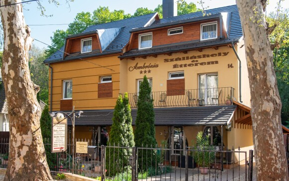 Ubytovanie v hoteli Ambrózia Szálláshely és Étterem ***