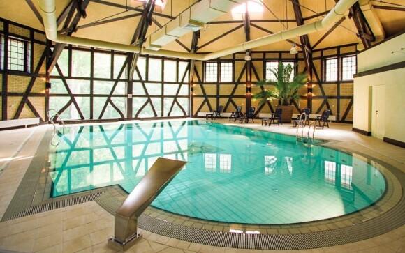Relaxujte neomezeně v bazénu přímo na zámku