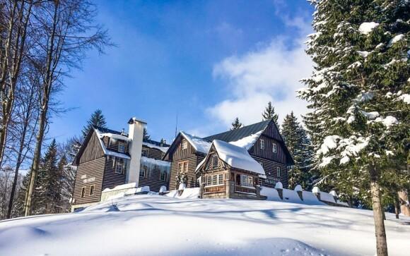 Hotel leží blízko ski areálu