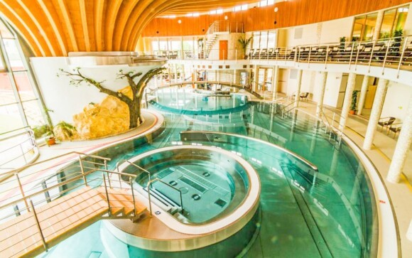 K dispozici jsou vnitřní i venkovní bazény