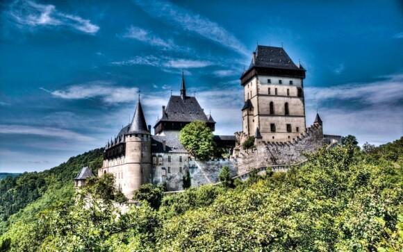 Hrad Karlštejn je jen 6 km od hotelu