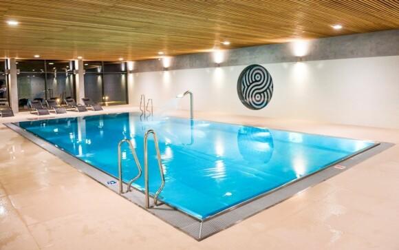 Užijte si neomezený vstup do bazénové haly