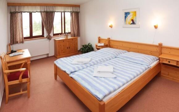 Pokoje jsou zařízené prakticky a útulně