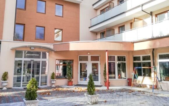 Vila leží v centru Piešťan