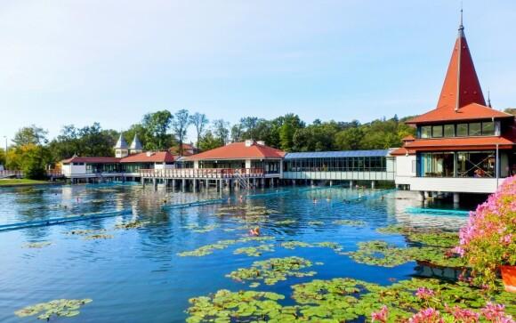 Jezero Hévíz leží od penzionu jen 2 km
