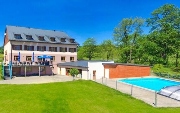 Užijte si venkovní termální bazén