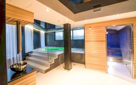 Vířivka i sauna jsou vám stále k dispozici