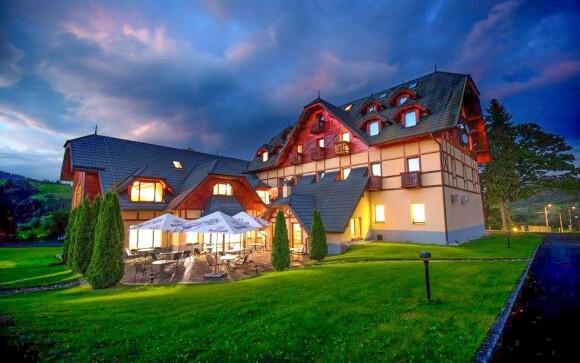 Hotel se nachází v krásné a klidné přírodě