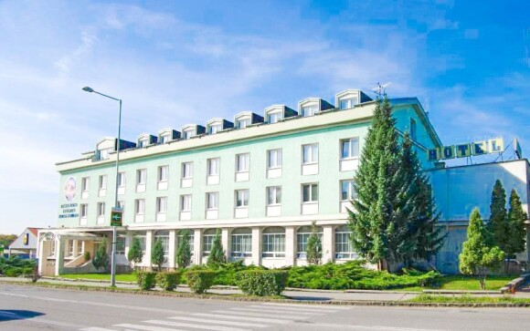 Hotel Kras *** leží v centru historického města Rožňava