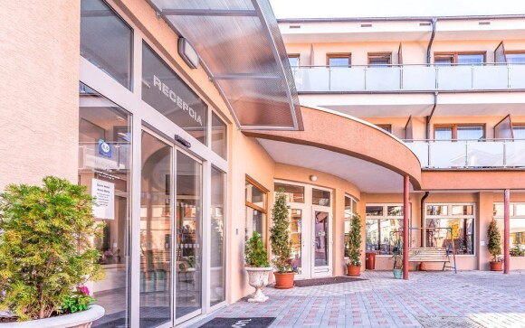 Hotel Vila Anne-Mary *** leží v malebném parku