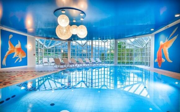 Součástí wellness je krytý bazén