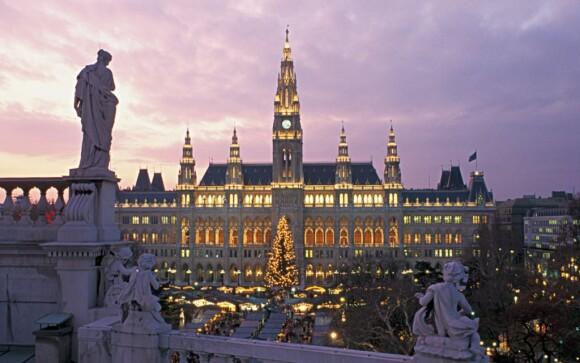 Viedeň je plná majestátnych stavieb a sôch