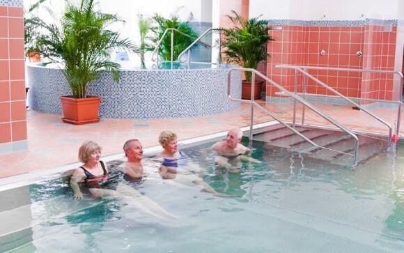 Kúsok od hotela leží Spa & Aquapark Turčinske Teplice
