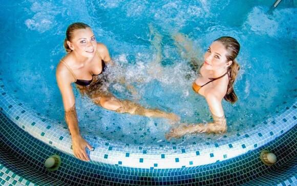 Kúsok od hotela leží Spa & Aquapark Tučianske Teplice