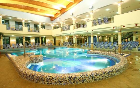 Užijte si pět vnitřních bazénů