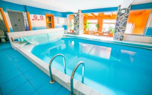 Vykúpajte sa vo vnútornom bazéne