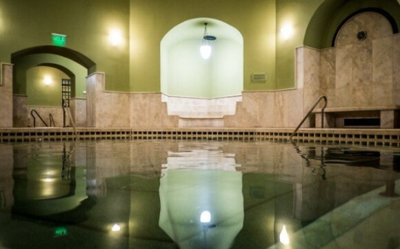 Eger - populárna lokalita v luxusnom hoteli s polpenziou a vstupom do kúpeľov