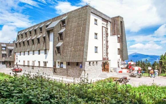 Hotel Černá Bouda *** stojí na vrchole Čiernej hory