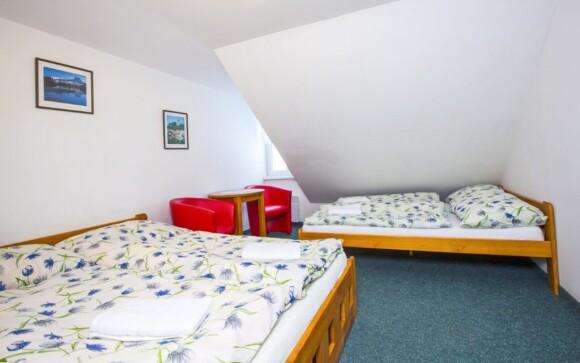 Pokoje jsou světlé a pohodlné
