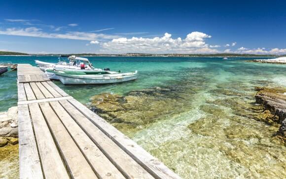 Jadranské more, loď na mori, Istria, Chorvátsko