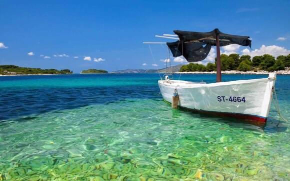 Jadranské more na Makarskej riviére v Chorvátsku