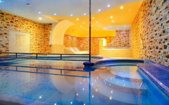 Bazén s protiproudem v Hotelu Lesana *** Krkonoše