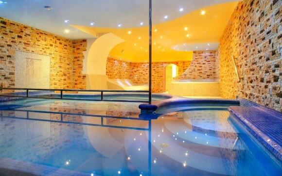 Bazén s protiprúdom v Hoteli Lesana *** Krkonoše