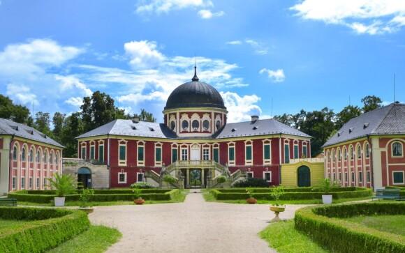 Romantický pobyt, Zámek Veltrusy