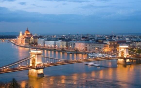 Budapešť ve 4* hotelu s polopenzí a neomezeným wellness + dítě do 12 let zdarma