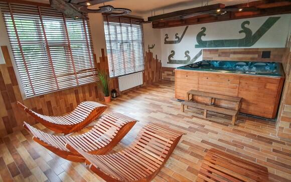 Wellness centrum nabízí vířivku a parní i finskou saunu