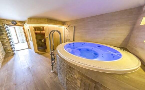 Užite si privátne wellness vo vírivke a saune
