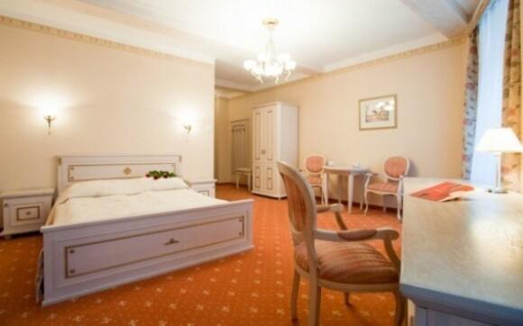 Krakov s ubytováním v luxusním 4* hotelu Amadeus v centru města se snídaní