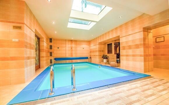 Dopřejte si relaxaci v hotelovém bazénu