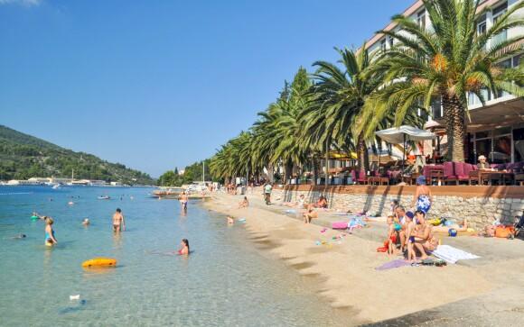 Hotel Posejdon *** leží přímo na pláži
