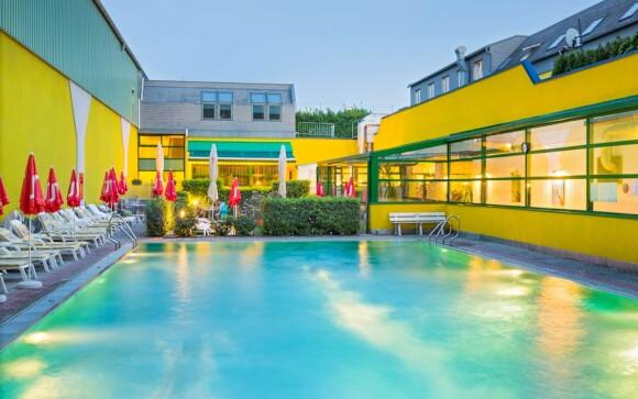 V prípade teplého počasia oceníte vonkajší bazén