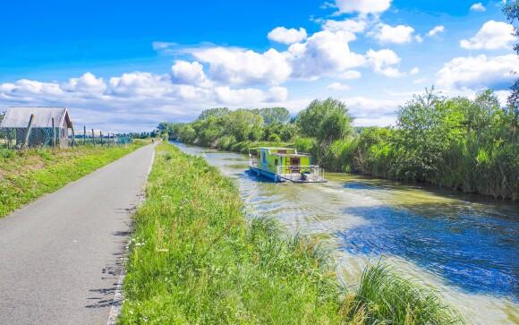 Prejdite sa pozdĺž Baťovho kanála na bicykli